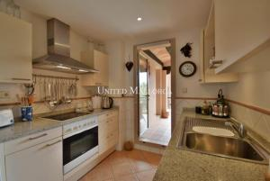 05 Kitchen with terrace and utility room