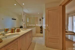 09 Master bathroom en suite