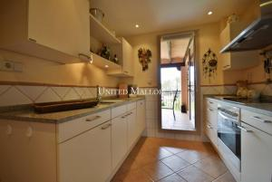 04 Fitted kitchen with  utility room