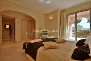 06 Master bedroom with bath and terrace